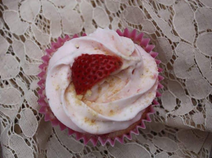 Fresh Strawberry Cheesecake Cupcakes