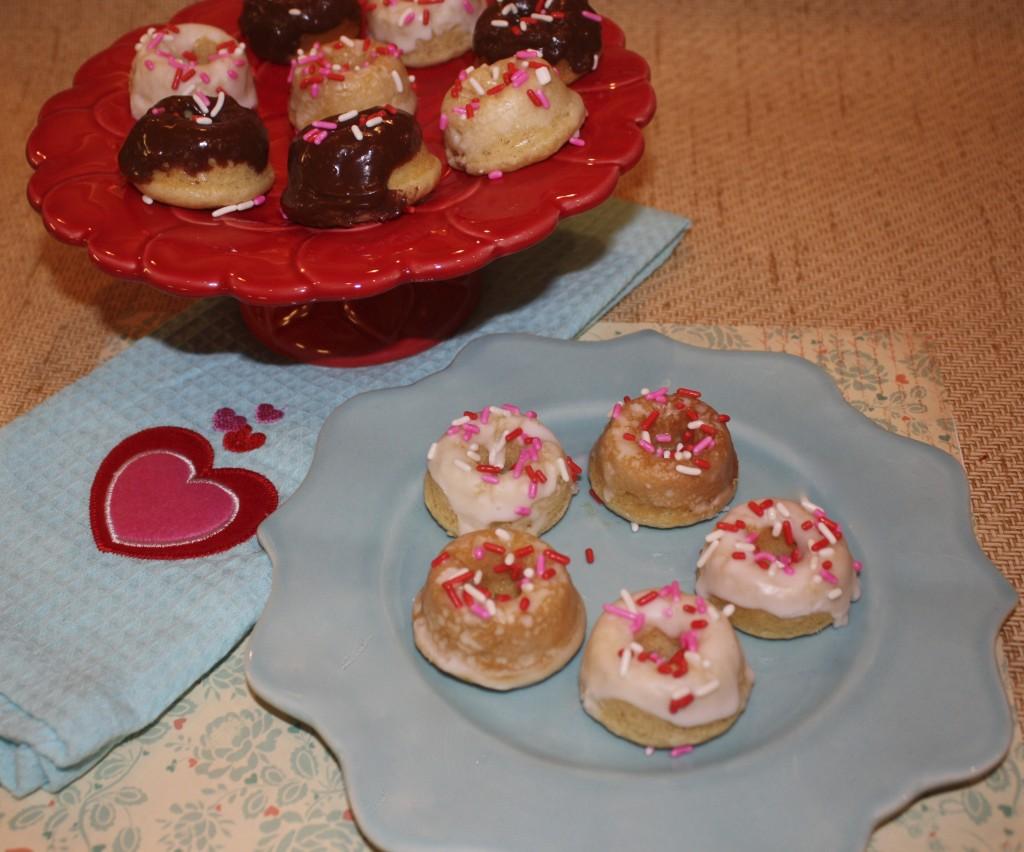 Brunch-Breakfast-mini-donuts-chocolate-almond-glaze