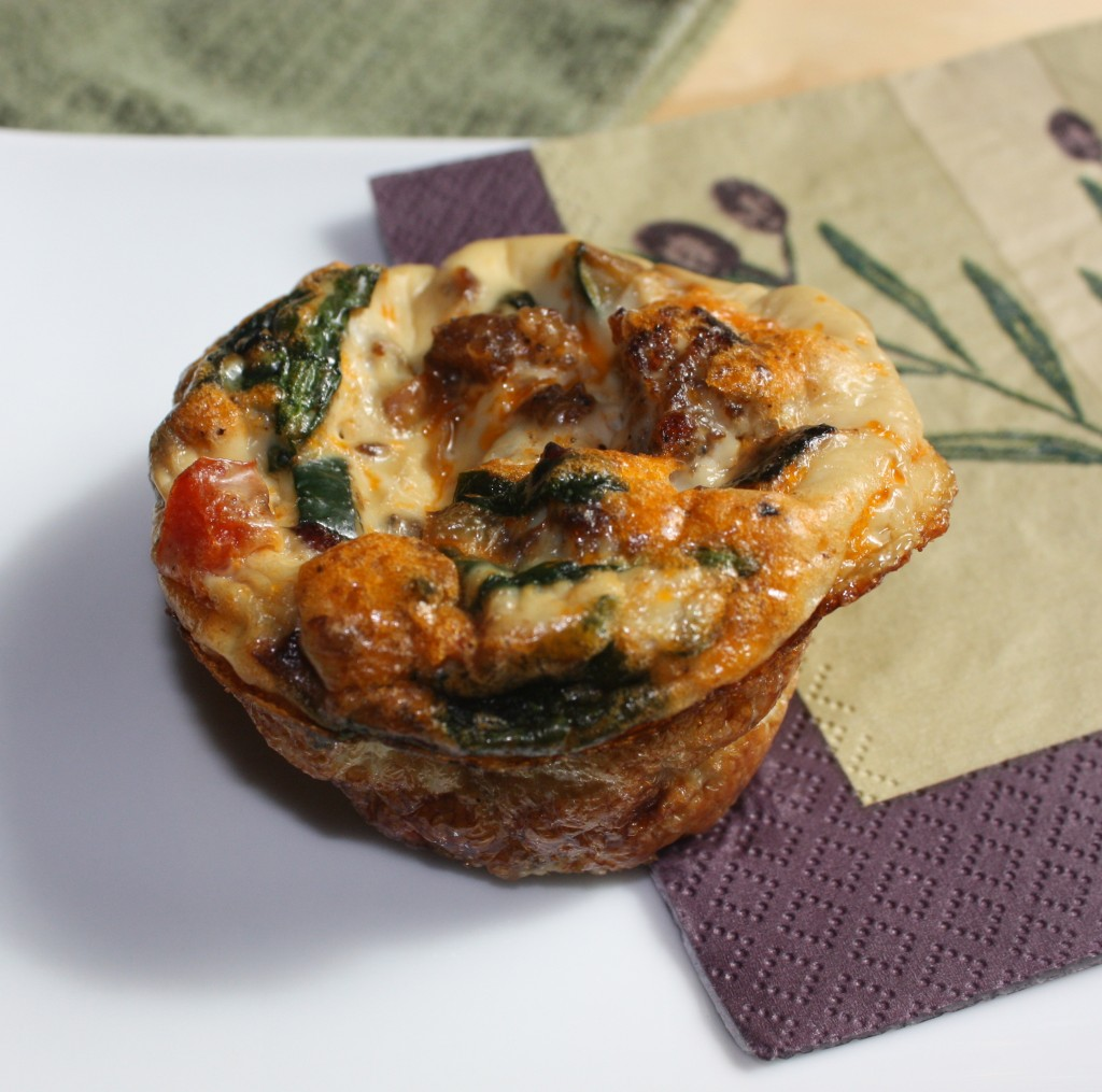 Egg Muffin Cups with chopped vegetables and sausage #egg #breakfast #muffins | www.thefoodieaffair.com