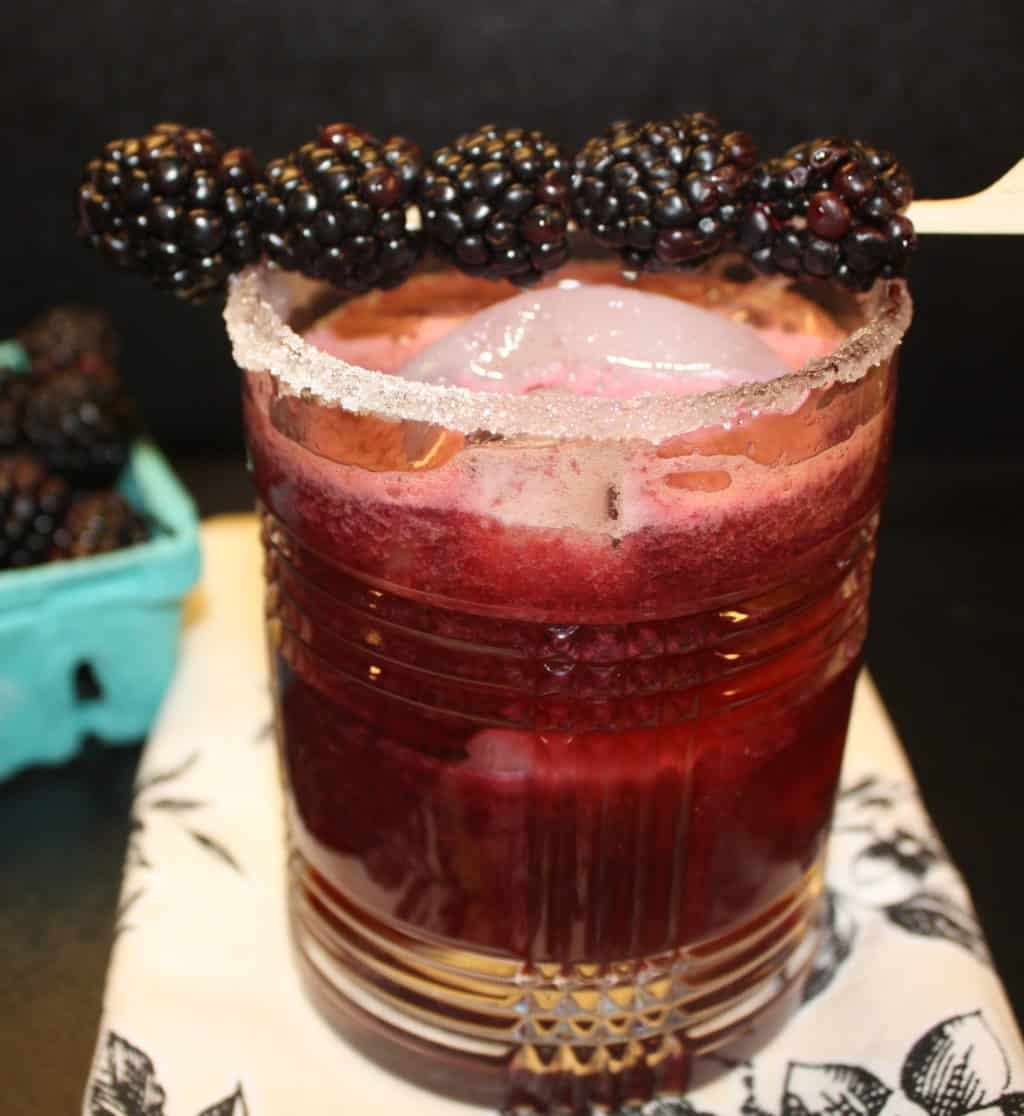 Cocktail-fresh-blackberry-margarita-beverage