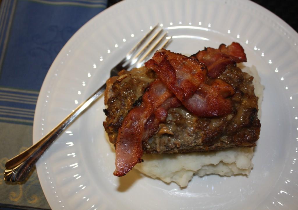 mini meatloaf-beef-homecooked-comfort-meal-easy-meatloaf