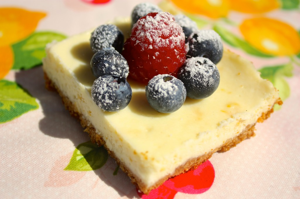 cheesecake-squares-lemon-fresh-berries