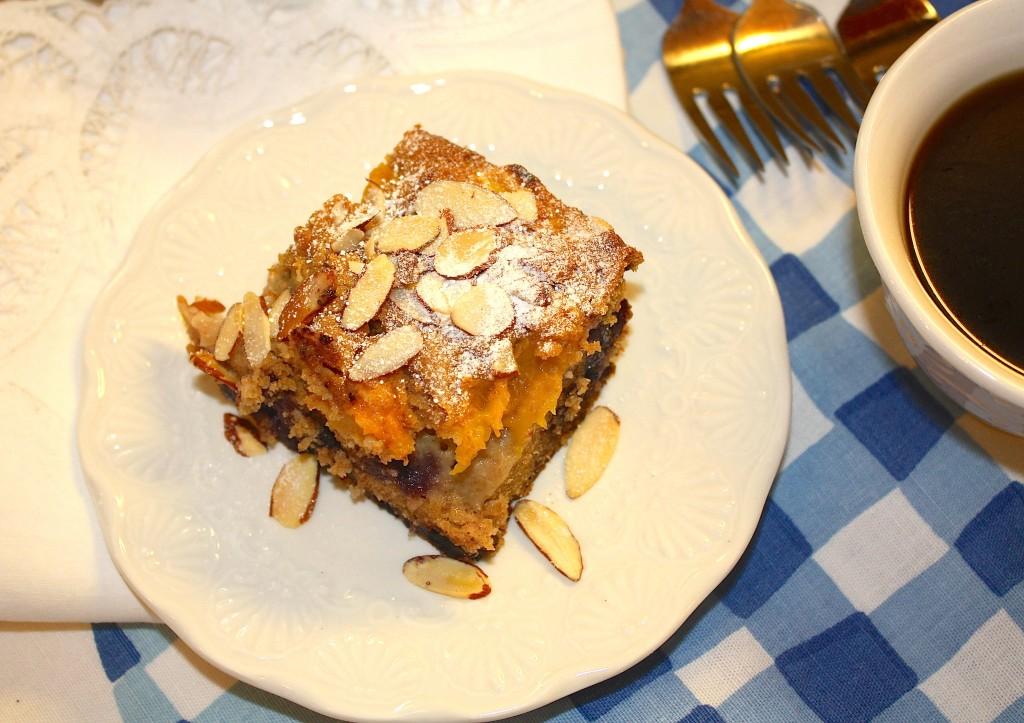 fresh peaches-blueberries-dessert-cake-seasonal