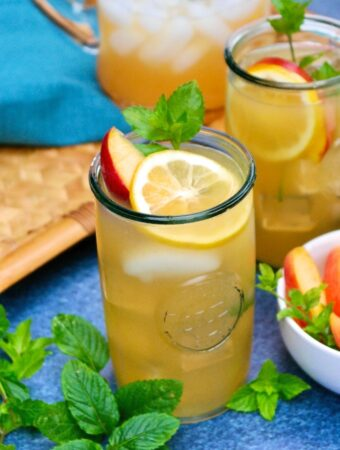 Peach lemonade in clear glasses with lemon slice