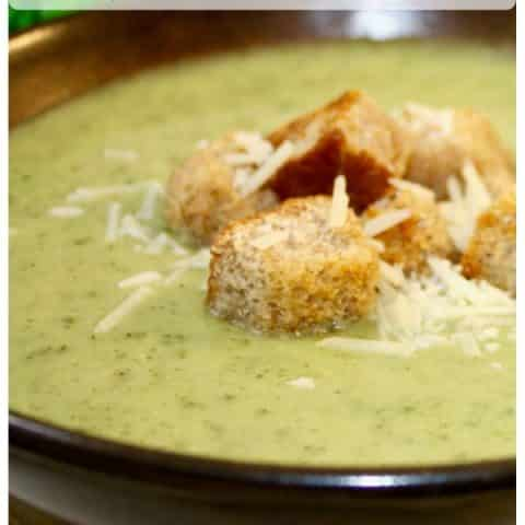 Learn how to make this creamy and delicious broccoli cheese soup! Filling and full of nutrients, which makes a perfect meal for lunch or dinner! #soup #broccoli #cheese #thefoodieaffair #healthy