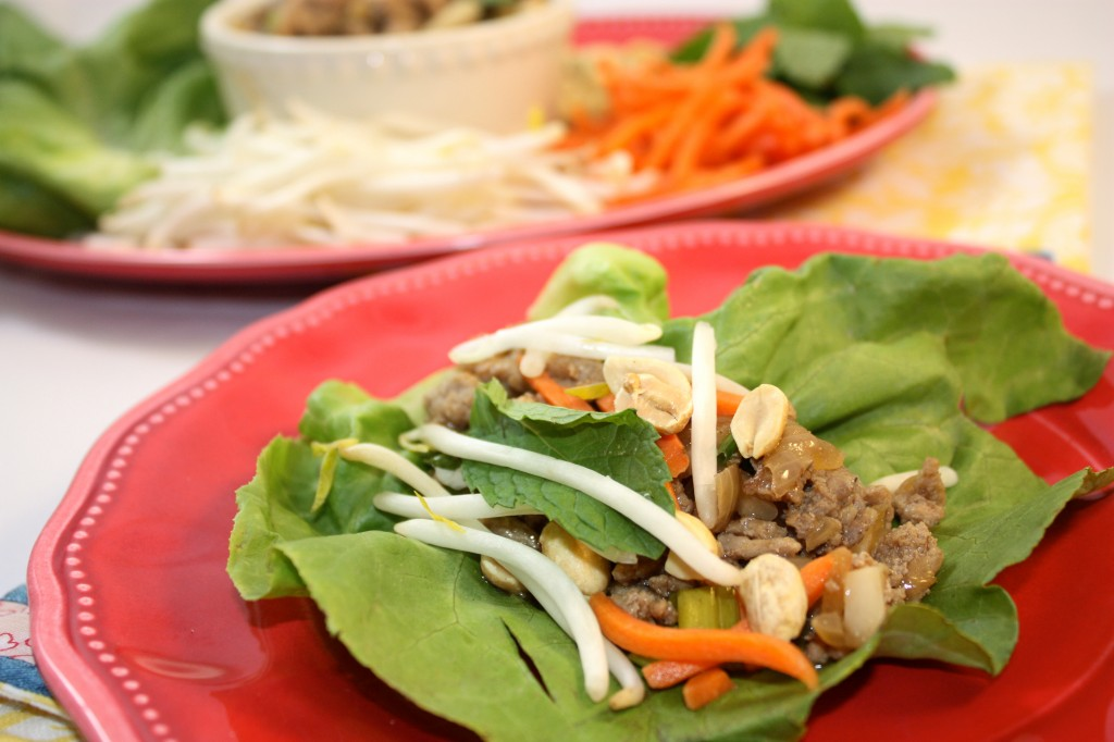 Healthy Asian Lettuce Wraps filled with your favorite vegetables #Turkey #Asian #LettuceWrap | www.thefoodieaffair.com