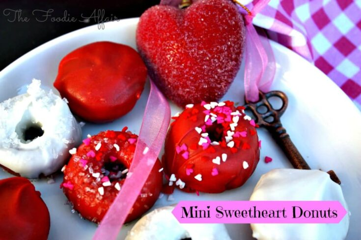 Mini baked sweetheart Donuts #baked #Valentine #donuts | www.thefoodieaffair.com