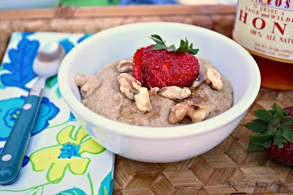Amaran Porridge with vanilla and honey in a white cereal bowl