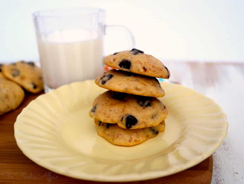 Soft and moist Banana Chocolate Chip Cookies are sure to tantalize ...