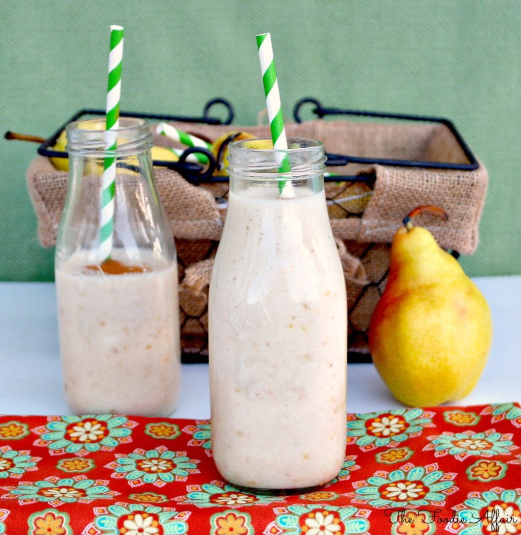 Pear Smoothie with banana and Cinnamon