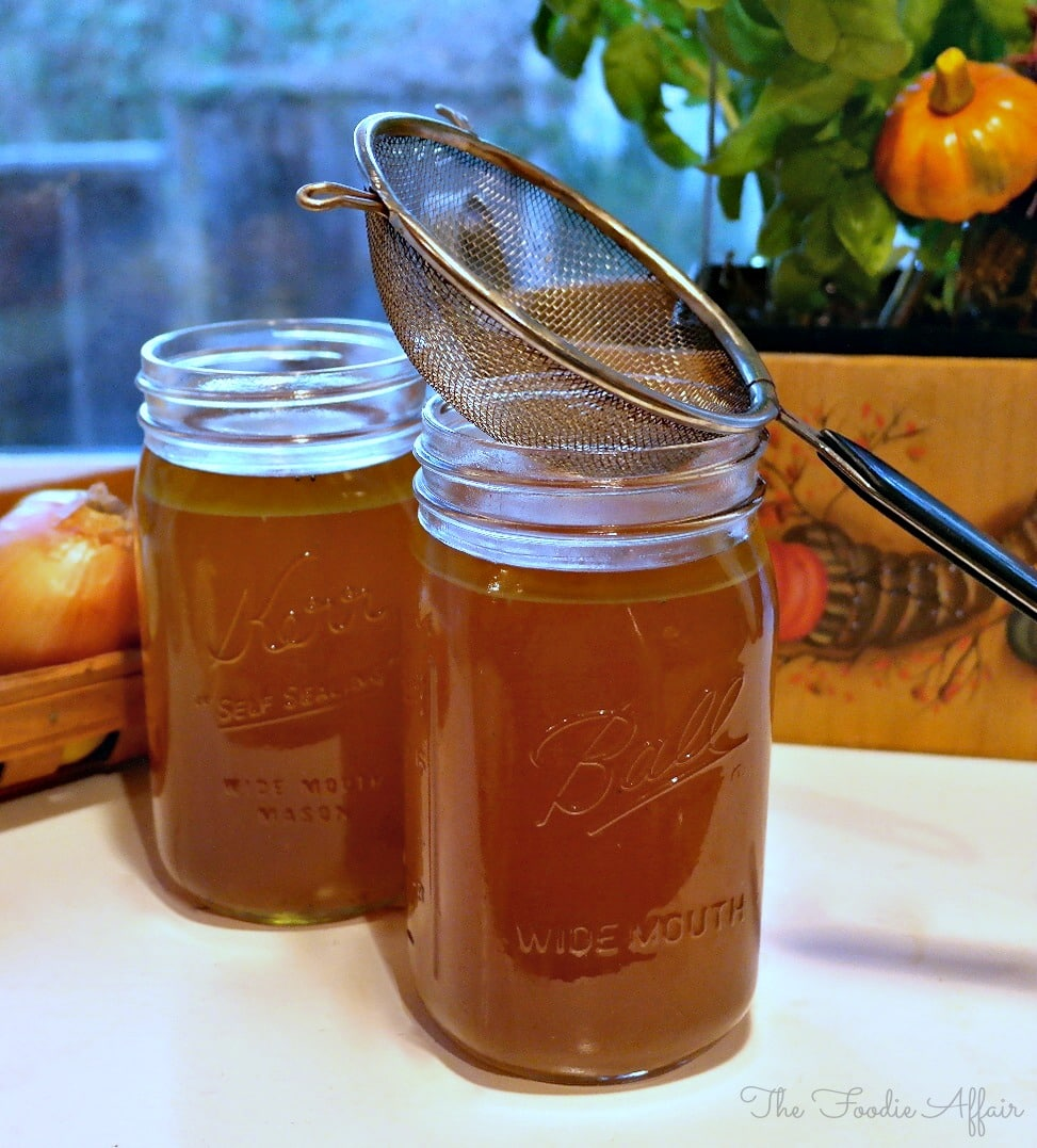 Homemade Slow Cooker Turkey Stock #broth #turkey #recipe | thefoodieaffair.com