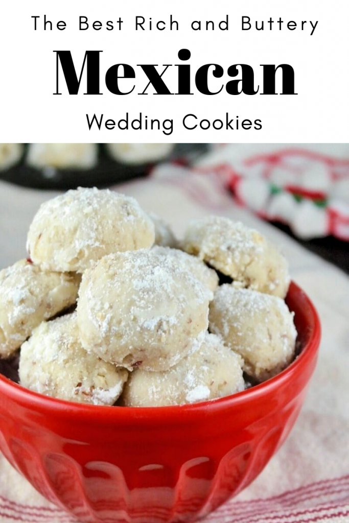 Rich and delicious Mexican wedding cookies a traditional holiday treat that is common to Latin families. #cookie #holiday #Mexican #shortbread