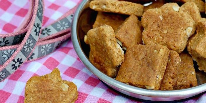 Easy Homemade Peanut Butter Dog Treats