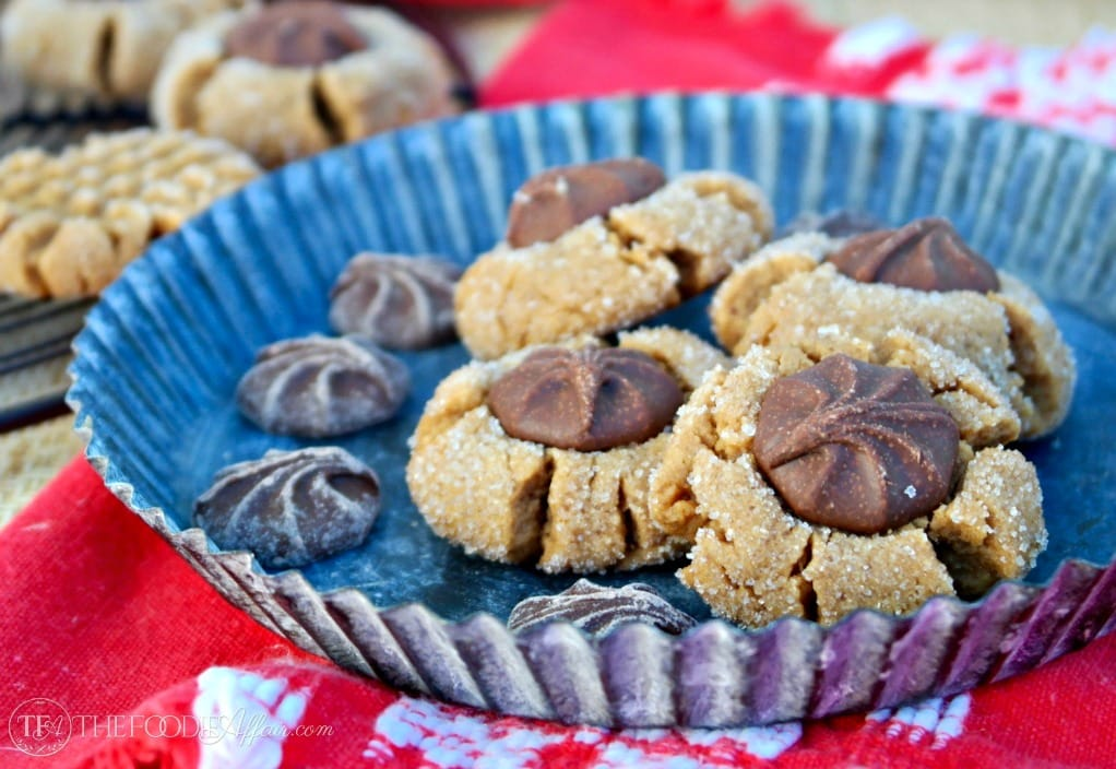 Simple peanut butter cookies baked without flour! You only need four ingredients to make these peanuty cookies! The Foodie Affair