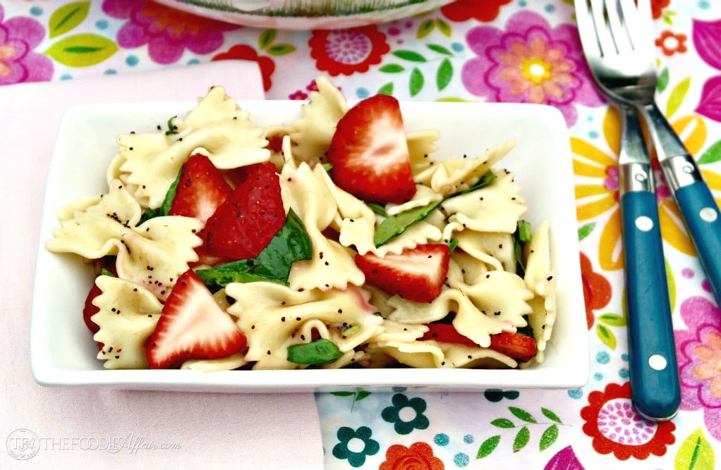 Strawberry spinach pasta salad single serving