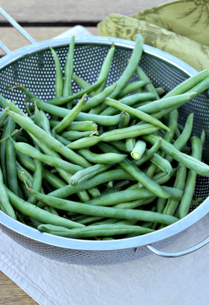 Cleaning fresh green beans