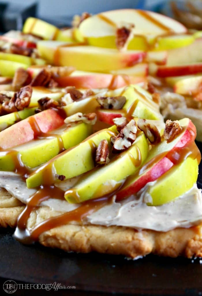 Caramel Apple Dessert Pizza #SundaySupper | The Foodie Affair