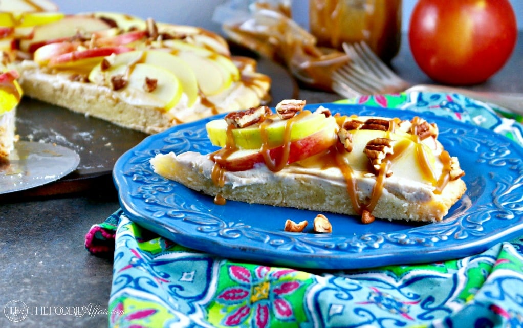 Caramel Apple Dessert Pizza #SundaySupper   The Foodie Affair