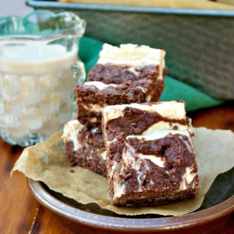 Irish Cream Cheesecake Brownies made with ingredients to keep this treat low carb! #brownies #dessert #Baileys | www.thefoodieaffair.com