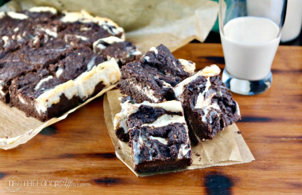 Irish Cream Cheesecake Brownies made with ingredients to keep this treat low carb! #brownies #dessert #Baileys   www.thefoodieaffair.com
