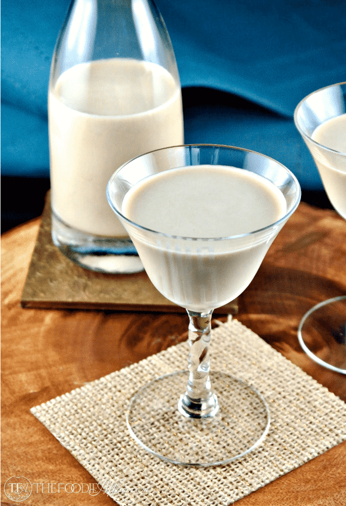 Sugar Free Irish Cream is a low carb copycat Baileys liqueur for sipping or adding to recipes! #IrishCream #liqueur #Baileys | www.thefoodieaffair.com