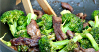 Easy orange beef stir fry recipe with a simple sauce made from fresh orange juice #stirfry #Asian #Recipe #beef   www.thefoodieaffair.com