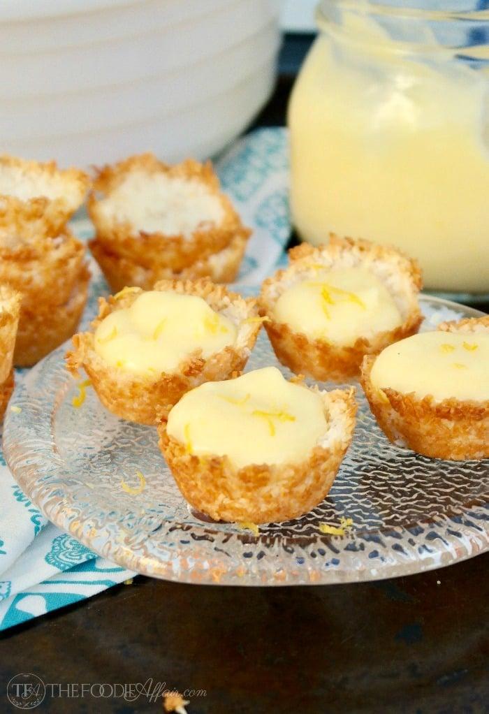 Low Carb lemon tartlets filled with lemon curd