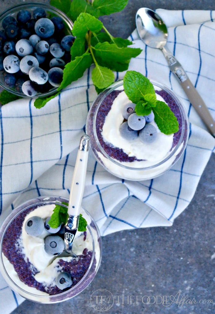 Blueberry Chia Pudding with almond milk and fresh whipped cream #blueberry #chia #keto | www.thefoodieaffair.com