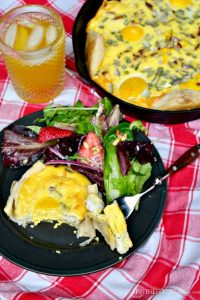 New Zealand Bacon Egg Pie is a great meal to make in advance and enjoy on a picnic. #egg #savory #pie | www.thefoodieaffair.com