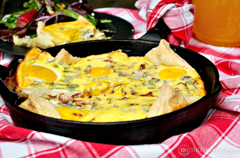 New Zealand Bacon Egg Pie is a traditional dish often served at picnics! Enjoy for breakfast or brunch too. | www.thefoodieaffair.com
