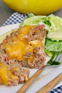 Low Carb Cheeseburger Meatloaf with all the fixings of a juicy burger. Keto, paleo and gluten free! #paleo #keto #lowcarb #meatloaf | www.thefoodieaffair.com