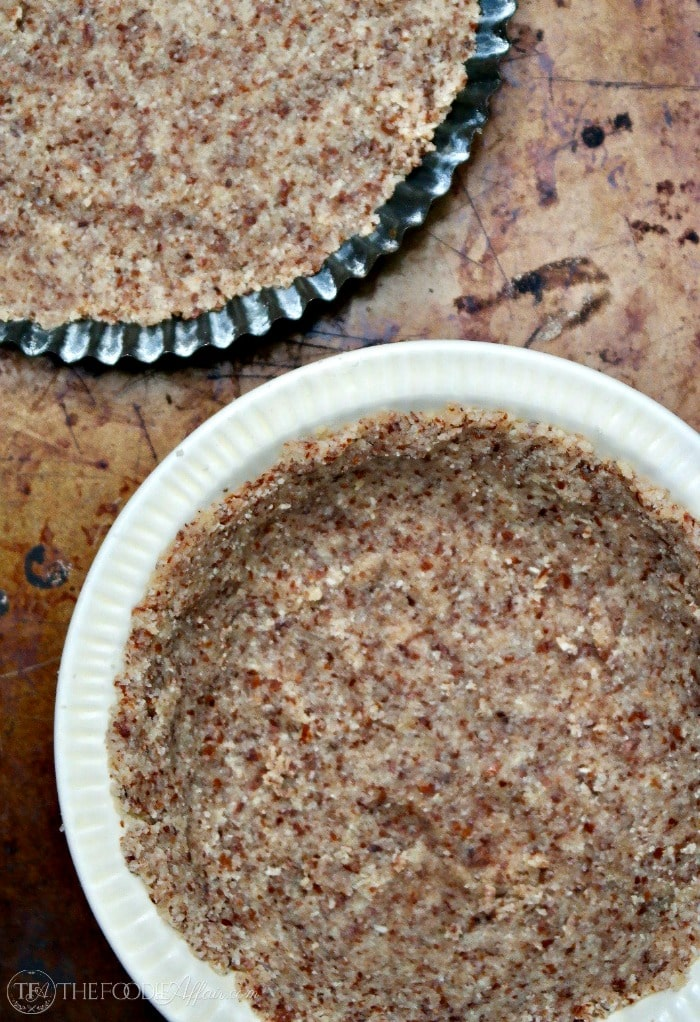 Low Carb No Bake Cream Pie with a grain and sugar free crust. Only 5 carbs per serving! #pie #sweets #sugarfree #keto | www.thefoodieaffair.com