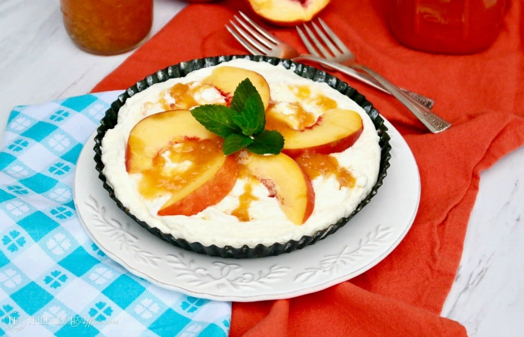 Low Carb No Bake Cream Pie with almond meal crust and topped with sugar free peach jam #pie #nobake #glutenfree | www.thefoodieaffair.com