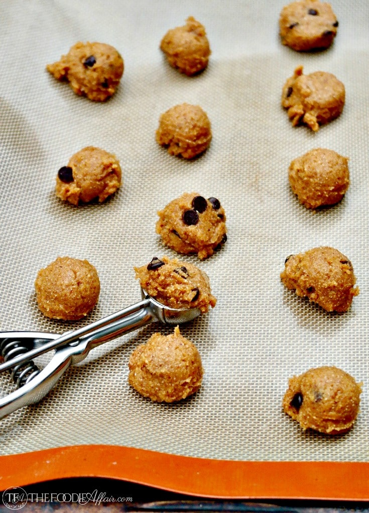 Soft Almond Butter Cookies with chocolate chips - flourless, Keto and low carb #bake #cookies #glutenfree | www.thefoodieaffair.com