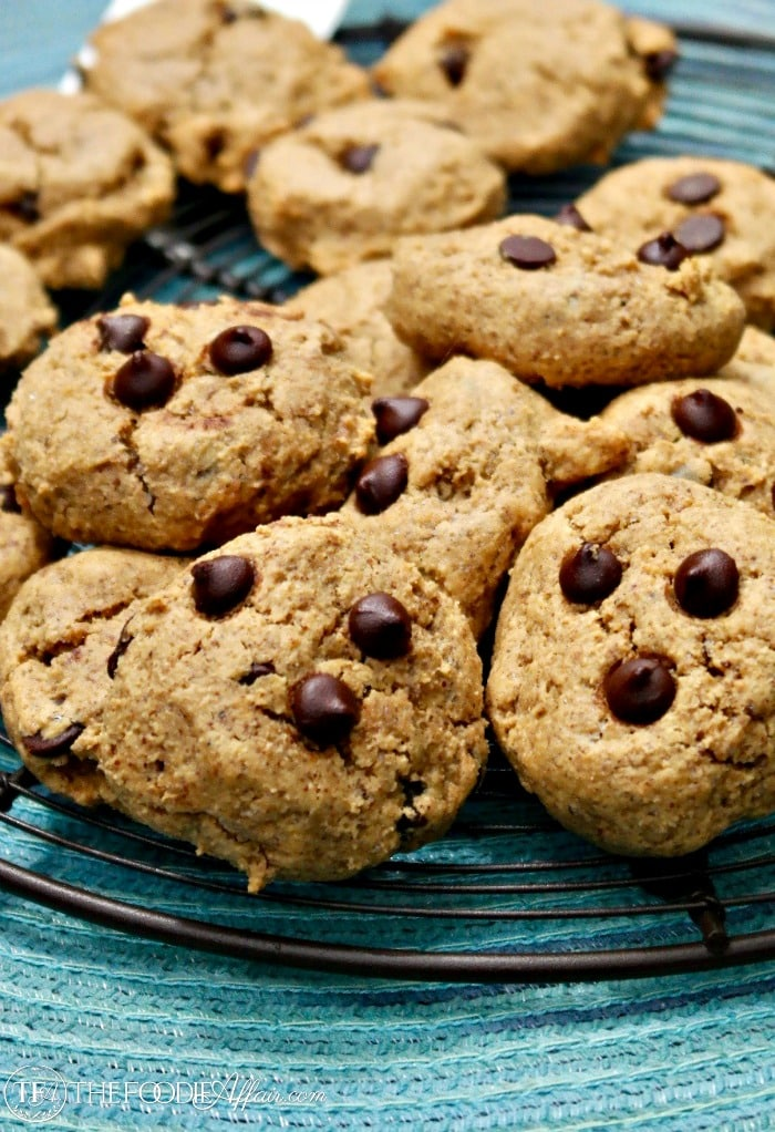 Almond Butter Cookies baked with sugar free chocolate chips make a delicious low carb snack #ketodiet #recipes #cookies | www.thefoodieaffair.com