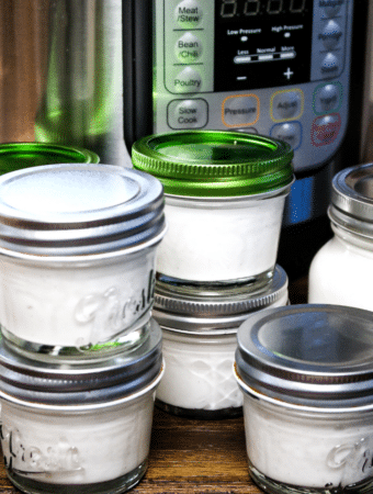 Small mason jars of homemade yogurt made in an Instant Pot